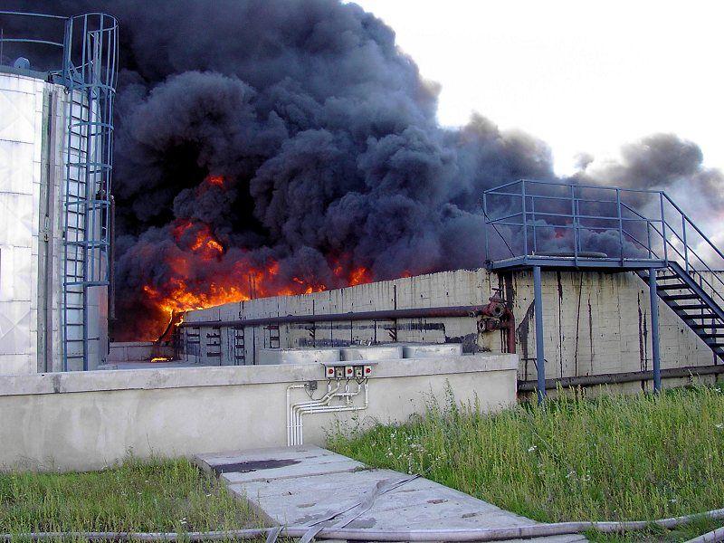 2003.08.19-pozar-port-serwice_01