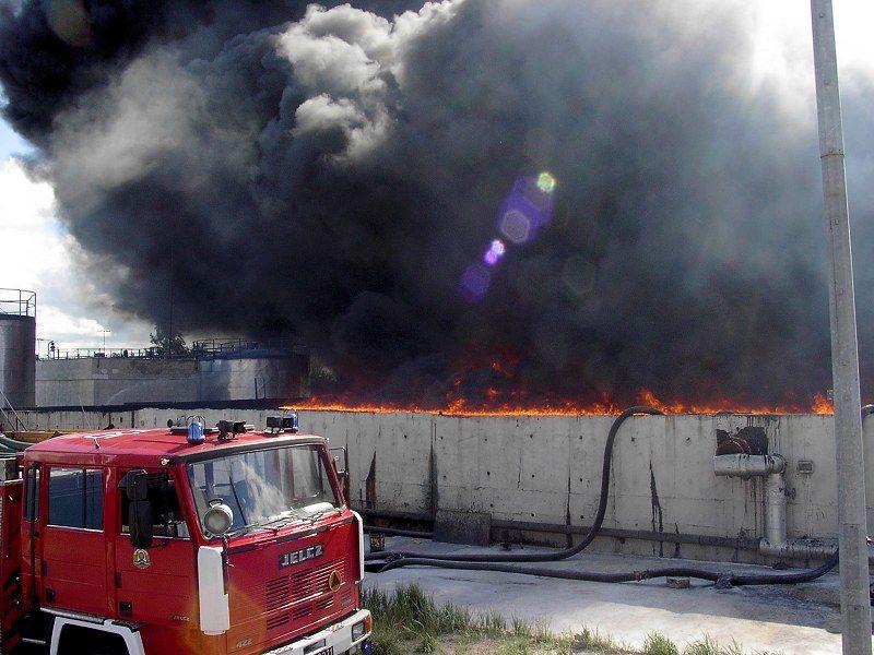 2003.08.19-pozar-port-serwice_09